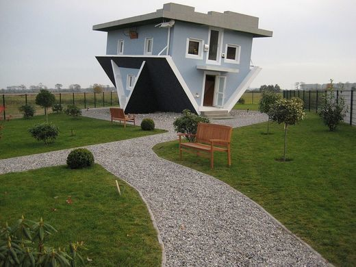 Upside Down House Trassenheide 2